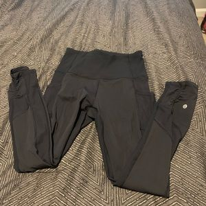 Leggings with mesh sides and pockets